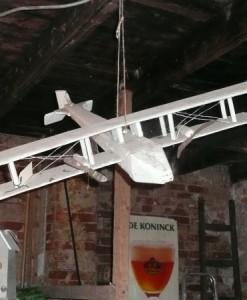 Oud houten vliegtuig