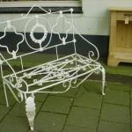 Wit metalen tuinbankje-1